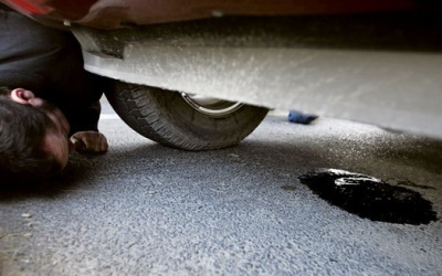 Капли масла под машиной - надо менять прокладку поддона